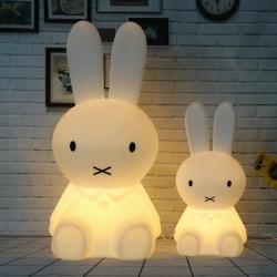 Lámpara led infantil 'Conejo' quitamiedos, luz cálida regulable